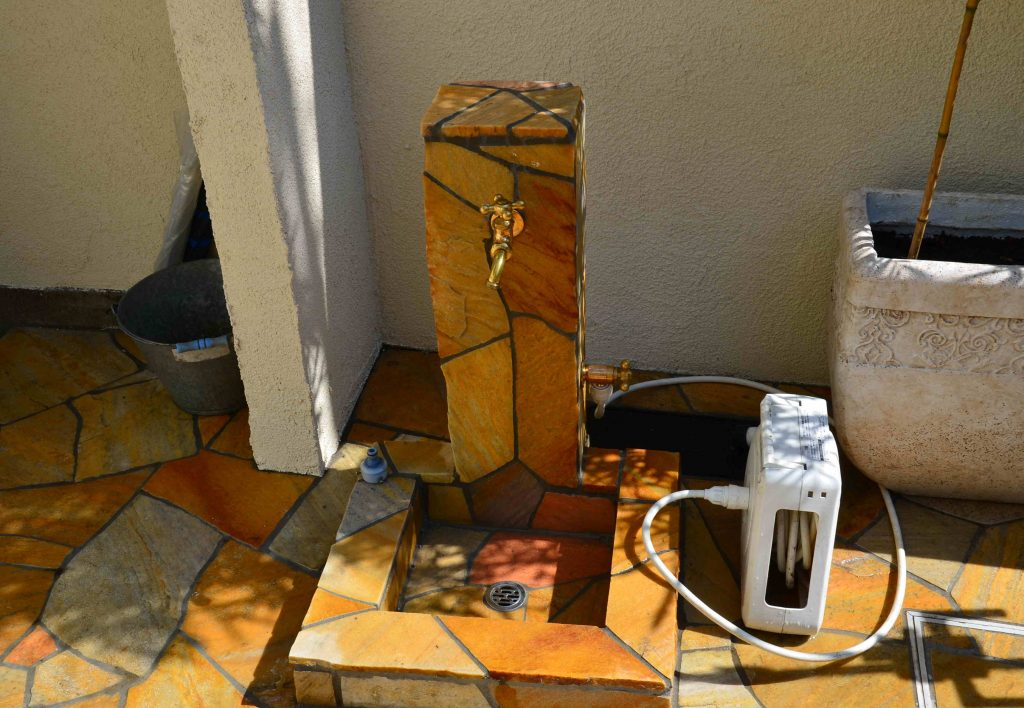 乱形石のオリジナル立水栓