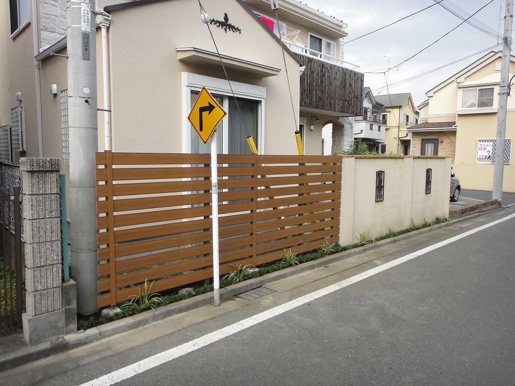 目隠しフェンス(木目調樹脂製) 生垣からのリフォーム
