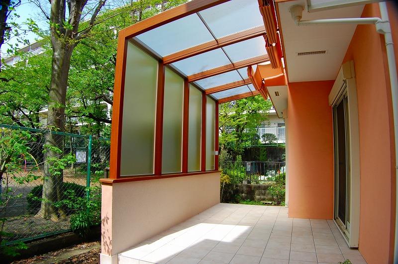 ココマ オープンテラス腰壁タイプで お庭に出やすく