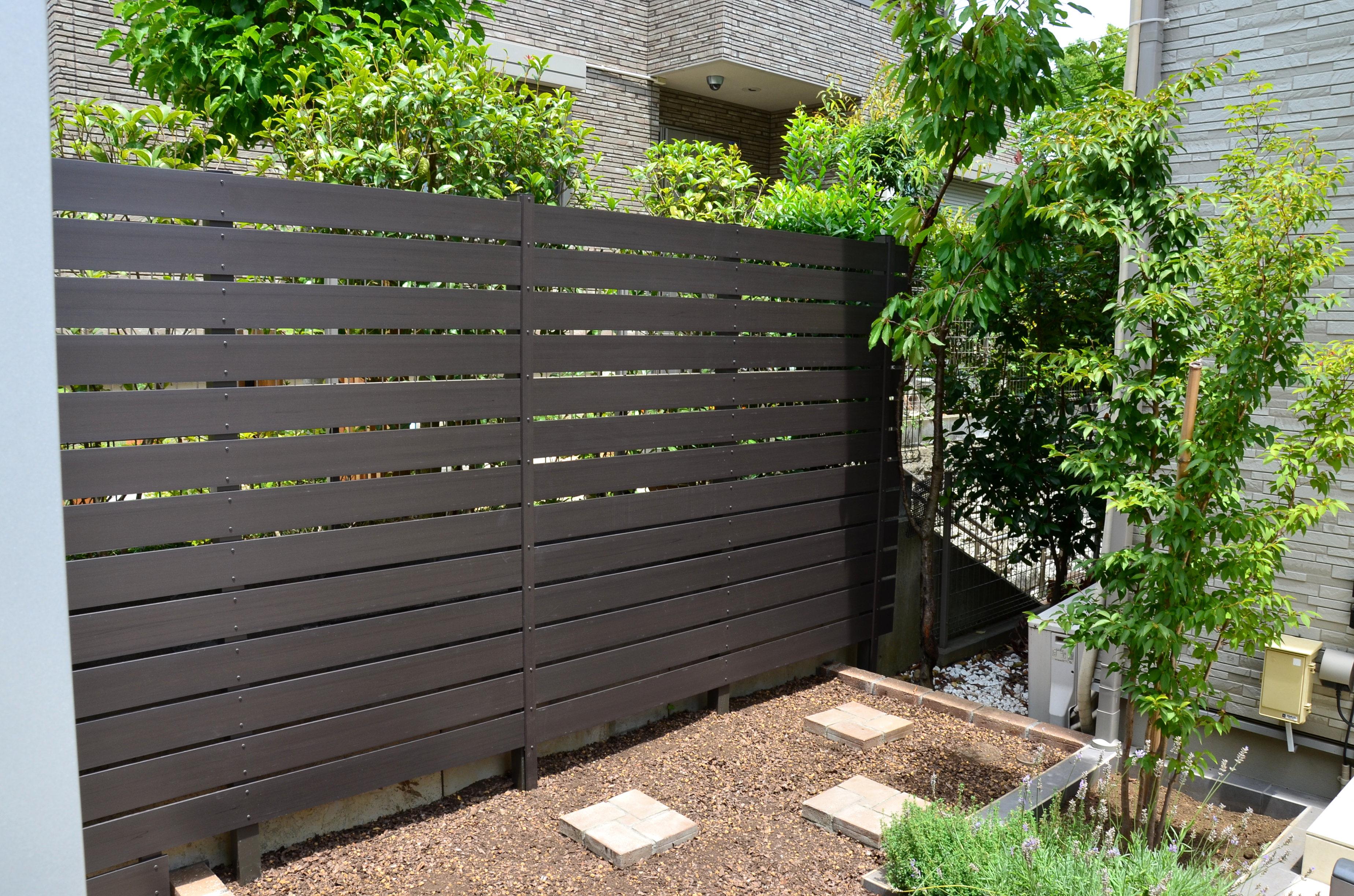 レンガ作りの菜園を中心に、使いやすいお庭へと変身