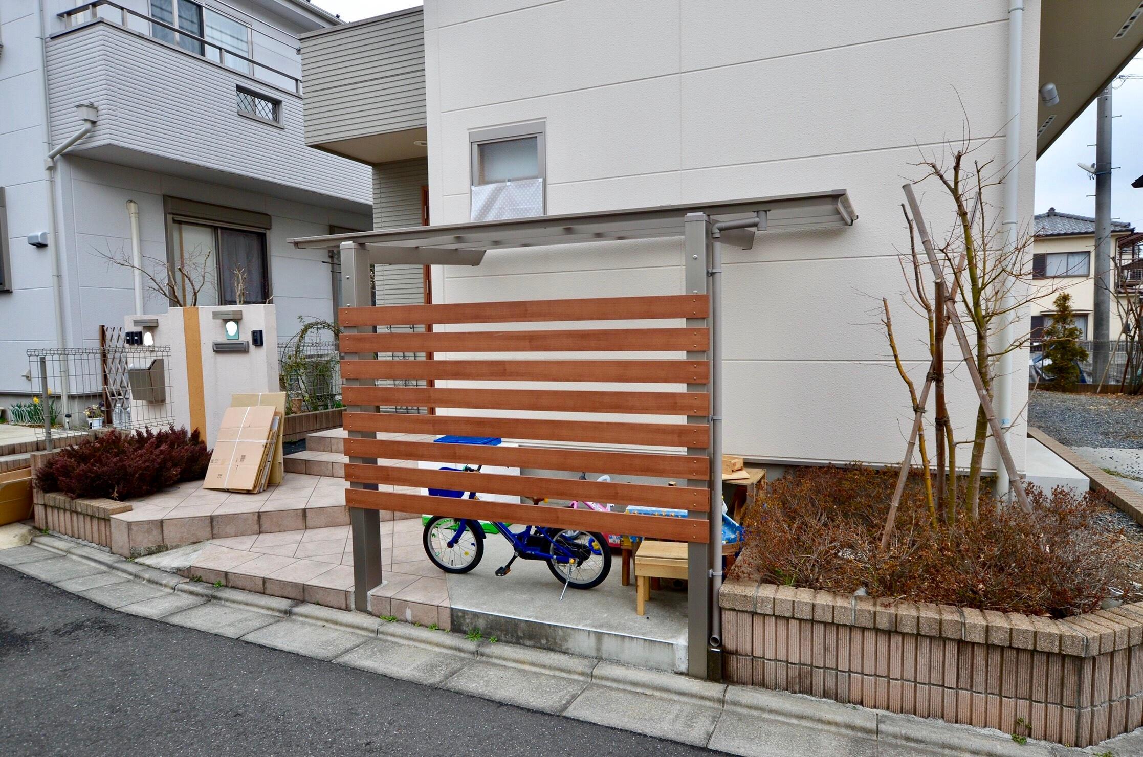 玄関横を有効利用して自転車+αのスペースに