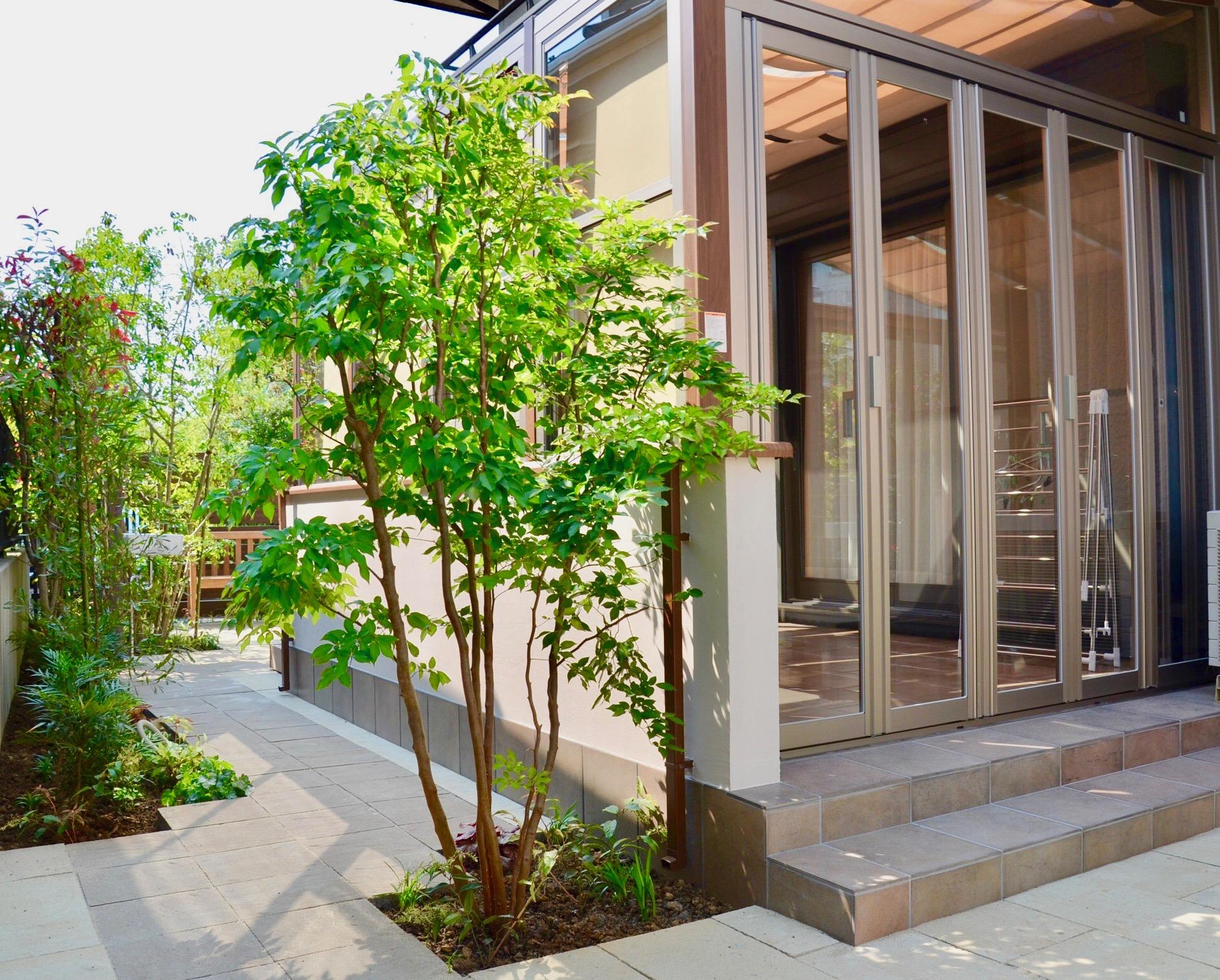 ココマ ガーデンルーム腰壁タイプで寛ぎのお庭に