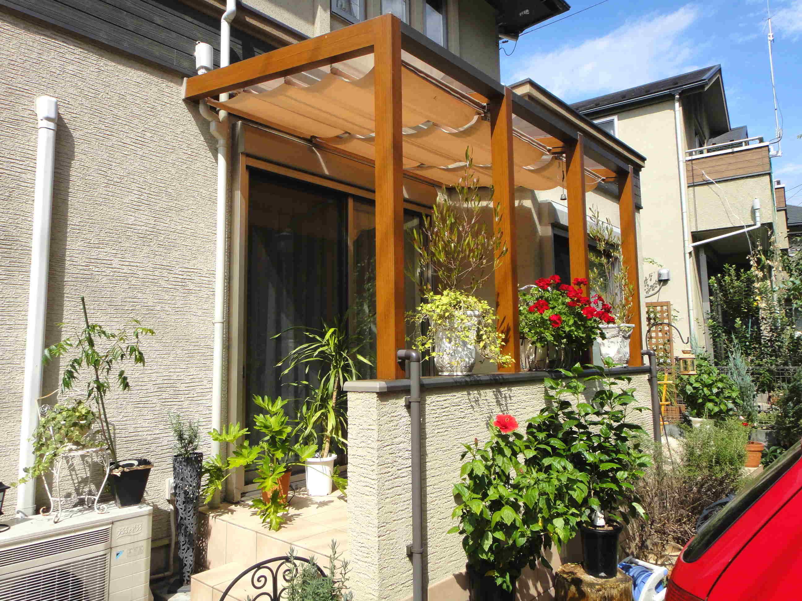 ガーデンルームとタイルテラスがオシャレなお家の顔に