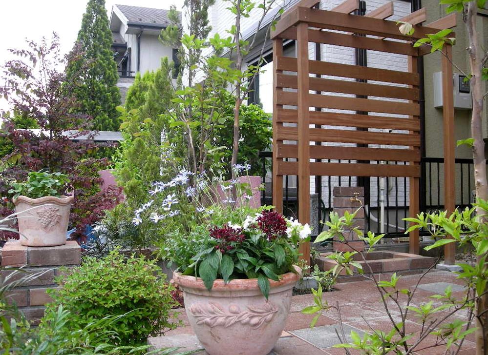 目隠しパーゴラ・植栽など、見て楽しめるお庭にリフォーム